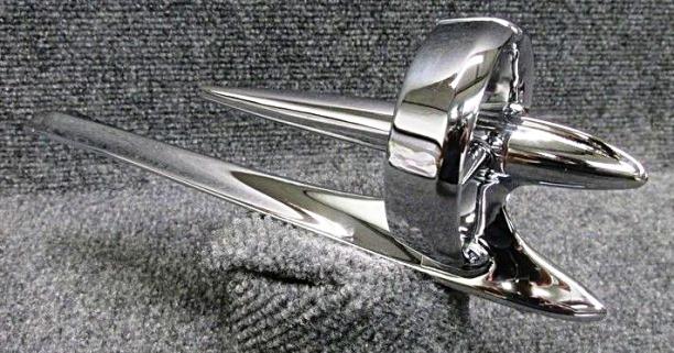 1950 BUICK GUN SIGHT HOOD ORNAMENT.